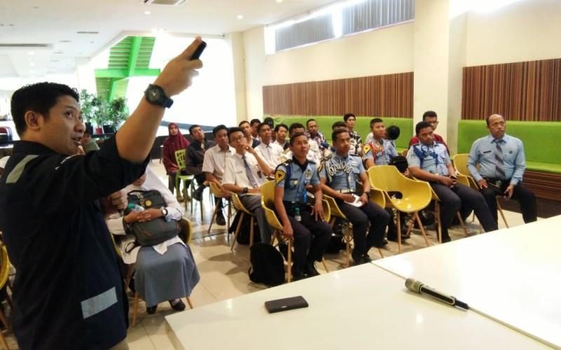 Gabung STIAMAK Siswa Surabaya Bangga Punya Terminal Teluk Lamong