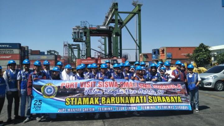 Siswa SMA/SMK Surabaya Kagumi Kemajuan Teknologi Kepelabuhanan
