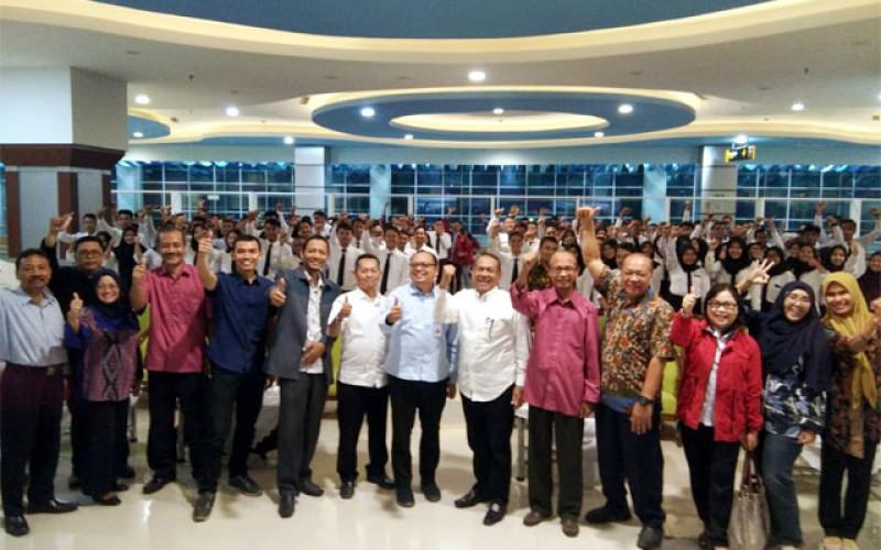 Sumarzen: Program Jokowi Cair di STIAMAK SURABAYA