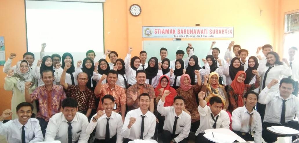 Civitas akademika STIAMAK Barunawati Surabaya.