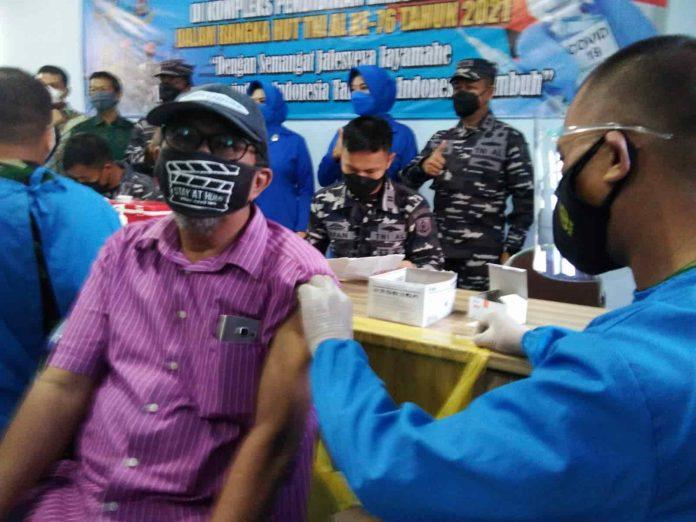 Jelang Wisuda Mahasiswa STIAMAK Ikuti Serbuan Vaksin Kodiklatal TNI-AL