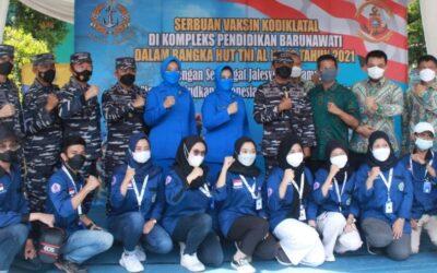 Jelang Wisuda, Mahasiswa STIAMAK Ikuti Serbuan Vaksin Kodiklatal TNI-AL